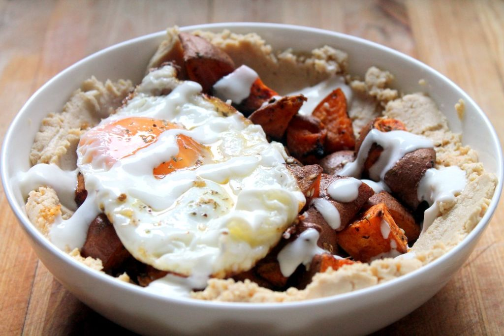 Hummus & sweet potato breakfast bowl. A vegetarian breakfast full of carbs and protein to start the day off right!