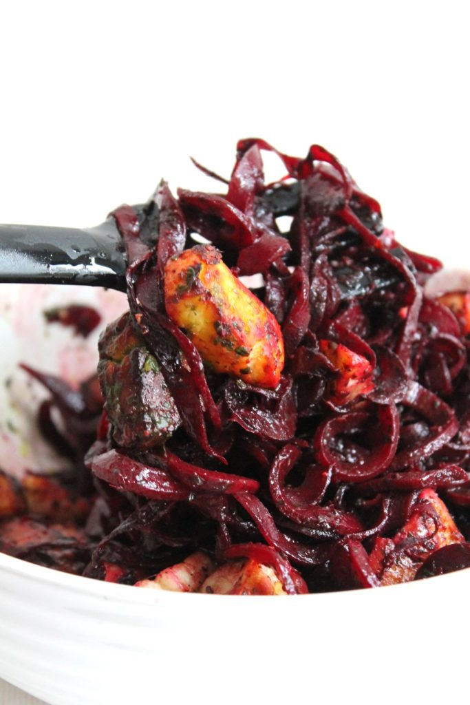Delicious spiralized beet noodles with roasted halloumi cheese bites in a basil and mint sauce. Delicious, clean, #vegetarian, #glutenfree!