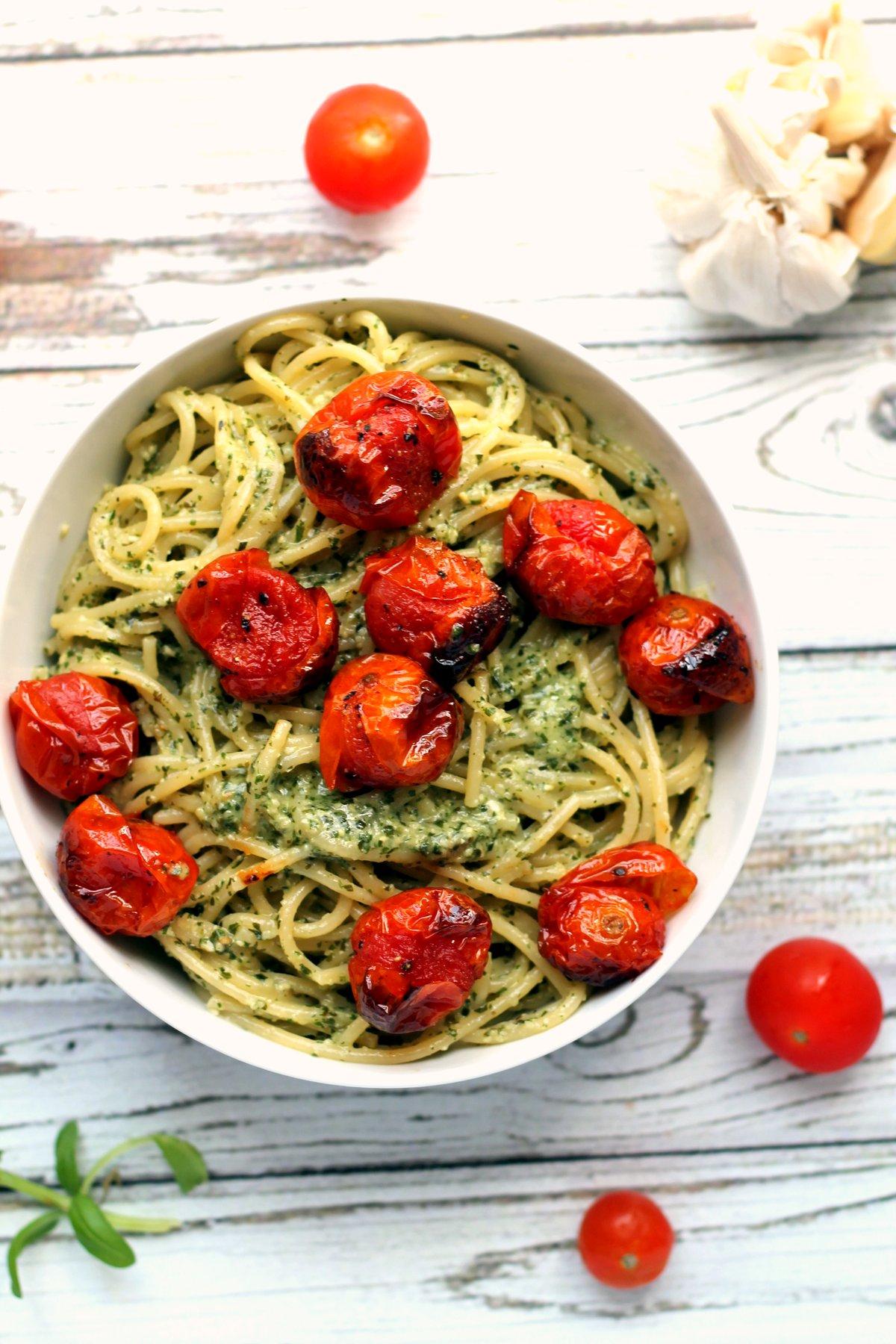 ... garlic pesto spaghetti with blistered cherry tomatoes - Ciao Veggie