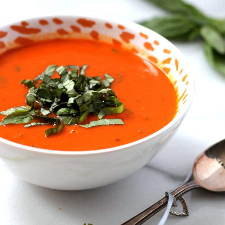 Vegan Creamy Tomato & Roasted Garlic Soup
