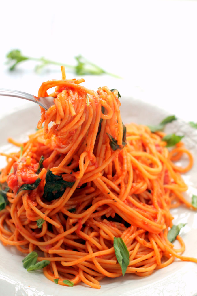 This one pot spaghetti requires only five ingredients and 15 minutes of your time! It is intensely flavorful and tastes just as good as a sauce that's simmered on the stove for an hour.