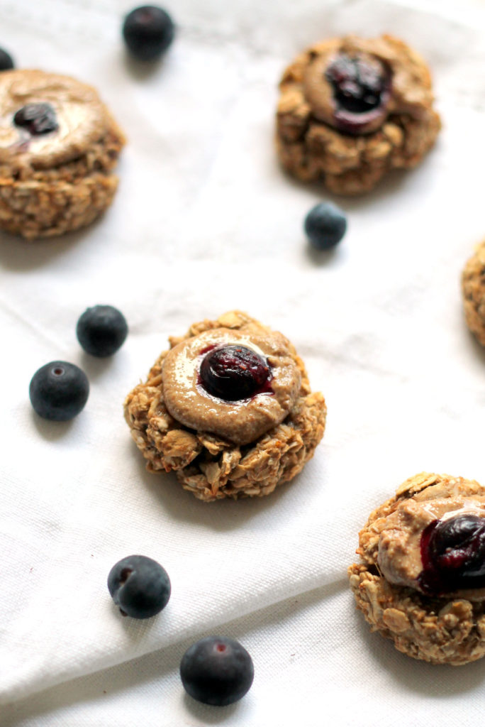 These incredibly easy and healthy cookies make the perfect finger food for babies. They take 5 minutes to prepare and have a soft texture. These cookies are a healthy breakfast for baby led weaning or snack for older toddlers and kids.